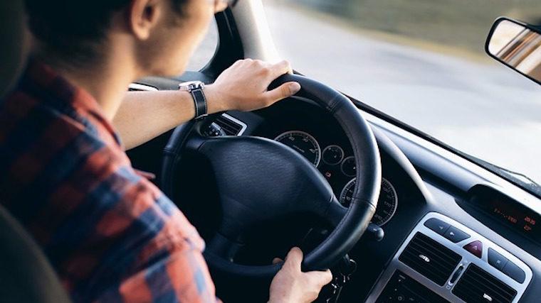 カナダ、ユーコンで運転免許証取得の方法